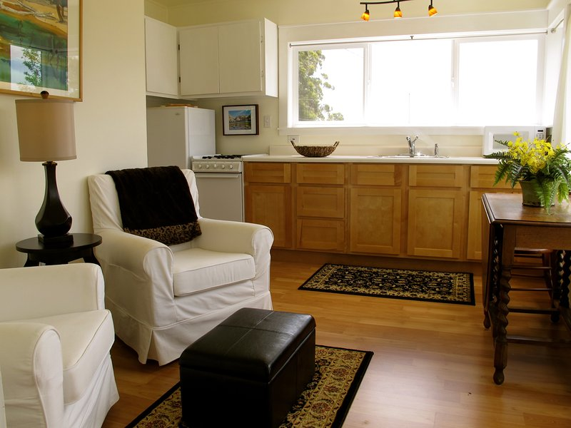 Cozy Redwood Cottage, vacation rental in Arcata