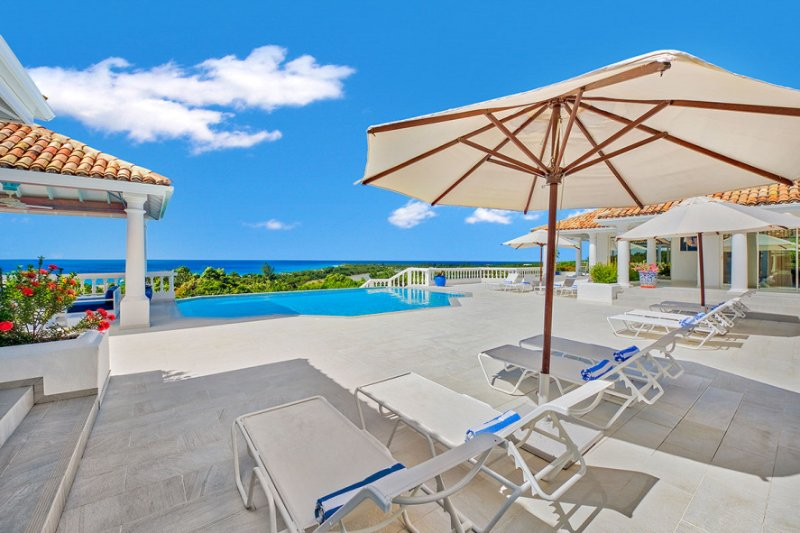 LA BELLA CASA... 9BR luxury villa in Terres Basses, St Martin, vacation rental in Saint-Martin