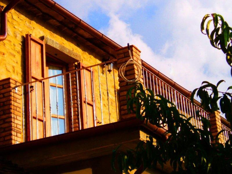 Casa vacanza in sasso con bellissima vista!, alquiler vacacional en Comano