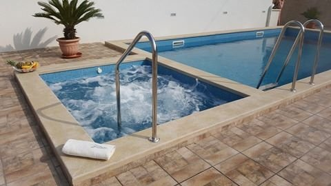 BRAND NEW La Perla apartments  with indoor and outdoor pool and jacuzzi, holiday rental in Sutivan