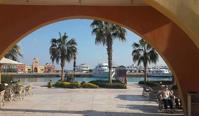 Marina- Port in 10min, here there are many restaurants, pubs, bars and a nightclub