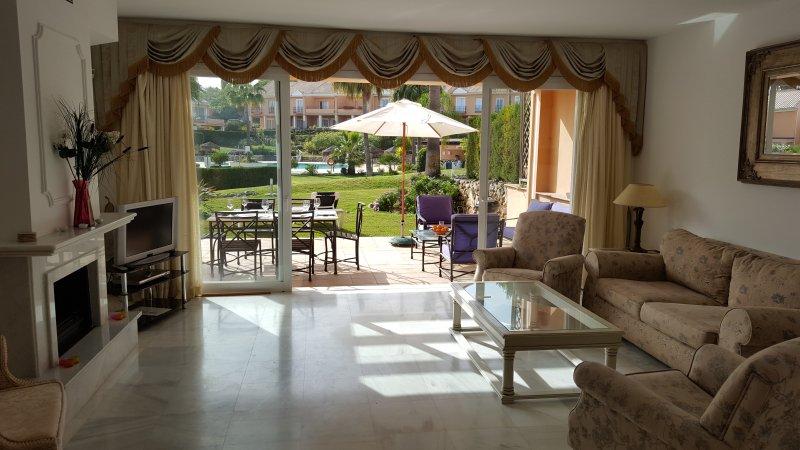 lounge / patio