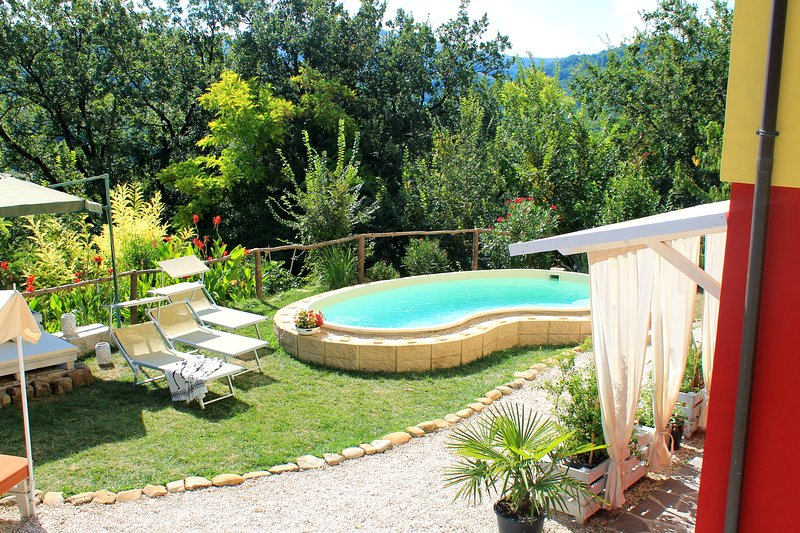 La Rupe del Falco: nature, swimming pool, relax, 30 mins from the beach, holiday rental in Borgo Pace