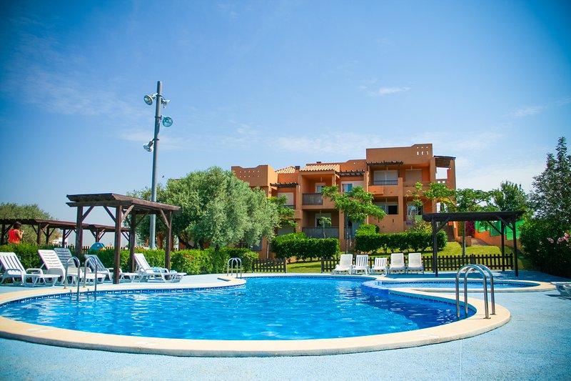 Apartamento muy cuidado, ideal familias.  Wifi gratuito., holiday rental in Cervera del Maestre