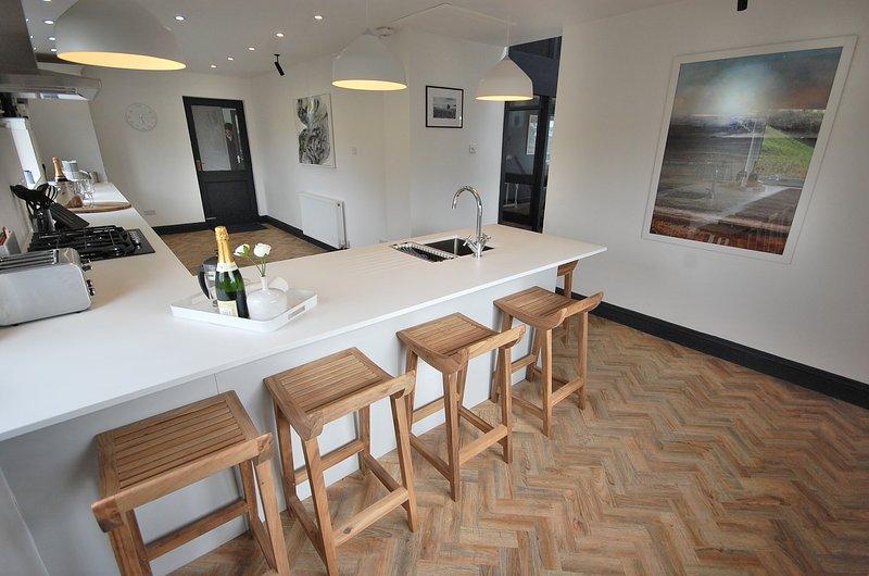 Highwood House - Luxury Cottage, Hot Tub, Sea Views, alquiler de vacaciones en Saundersfoot