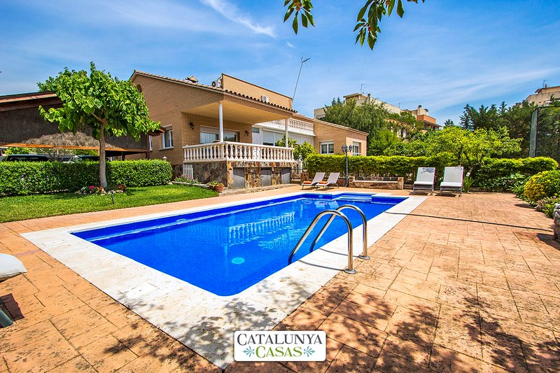 Catalunya Casas: Idyllic Villa in Castellarnau, a short drive from Barcelona!, vacation rental in Castellar del Valles