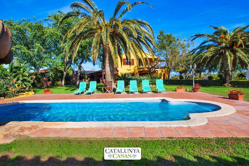 Catalunya Casas:  Incredible villa in La Selva, 11 km from the beach!, vacation rental in Tarragona