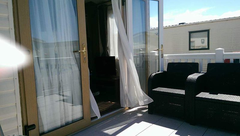 DONIFORD BAY HOLIDAY PARK SOMERSET TA23 0TJ. Privately owned caravan to let., vacation rental in Monksilver