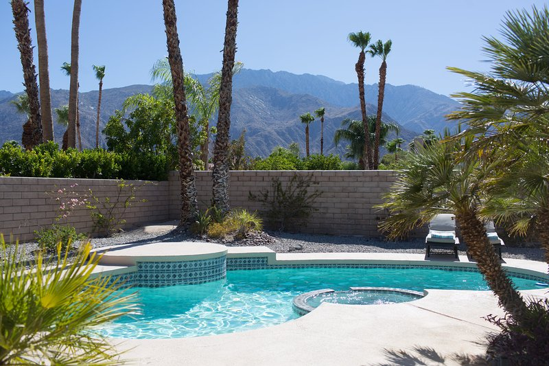 Private backyard with unobstructed views (no wires like most of Palm Springs homes!)