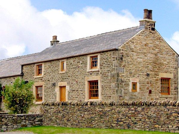 THE OLD ROBIN HOOD, Grade II listed detached cottage, hot tub, woodburner, vacation rental in Dore