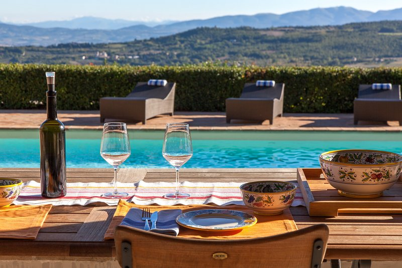 VILLA SAN VALENTINO, amazing views, pool, A/C, Ferienwohnung in Romazzano