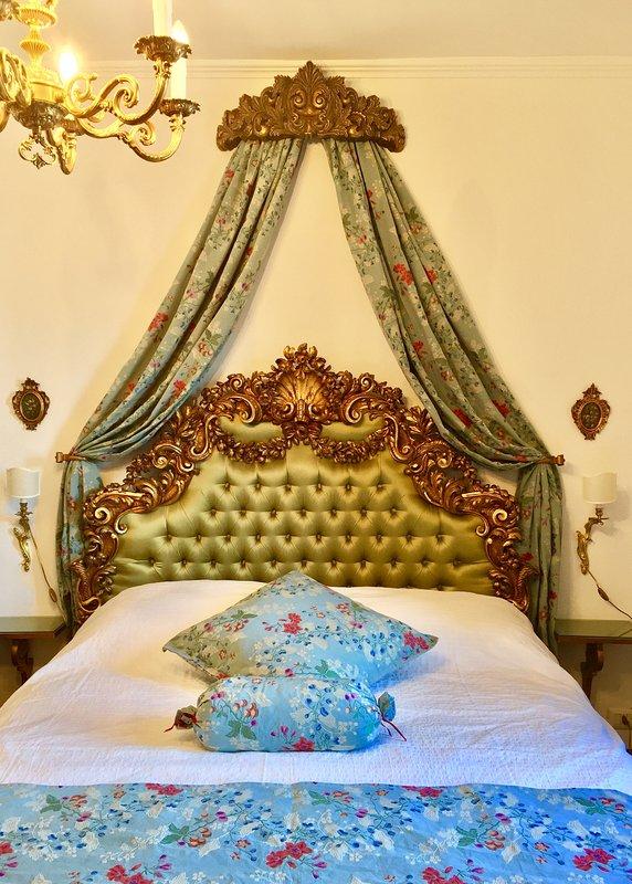 Antique wood carved King Size Bed