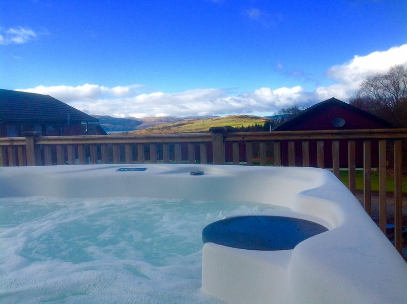 Luxury 3 Bedroom Lodge with Hot Tub on Argyll's Secret Coast near Tighnabruaich, location de vacances à Ardrishaig
