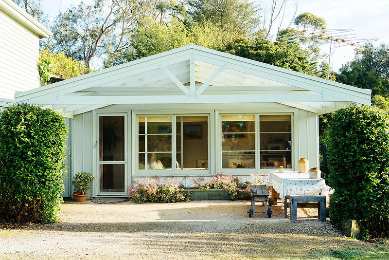 Proserpine Cottage - Farm Stay Bed and Breakfast, holiday rental in North Geelong