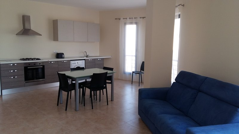 Modern 2 Bedroom Apartment 30 metres to Seafront, holiday rental in Bugibba