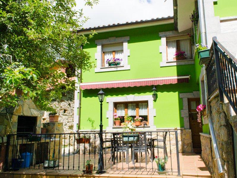 casa rural con terraza, location de vacances à Sobrefoz