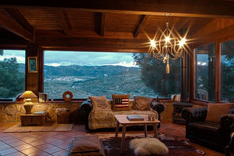 salón mirador y chimenea
