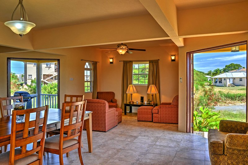 Fenster im ganzen Haus ermöglichen die Natur Licht jeden Raum zu beleuchten.