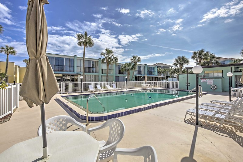 Ormond Beach ResortTownhouse-Steps to Pool & Beach, holiday rental in Ormond-by-the-Sea