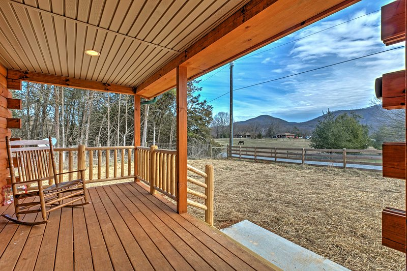 Shenandoah Cabin w/Patio & Mountain Views!, aluguéis de temporada em Shenandoah