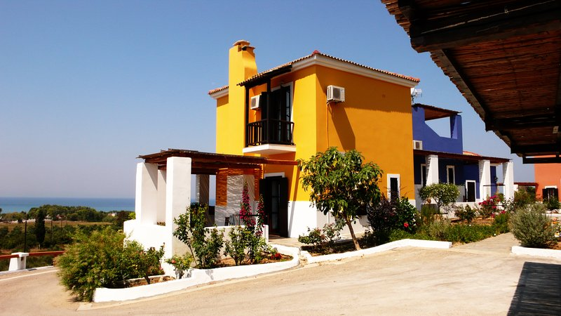ILIS VILLAS, Olenos (yellow maizonette), holiday rental in Gastouni