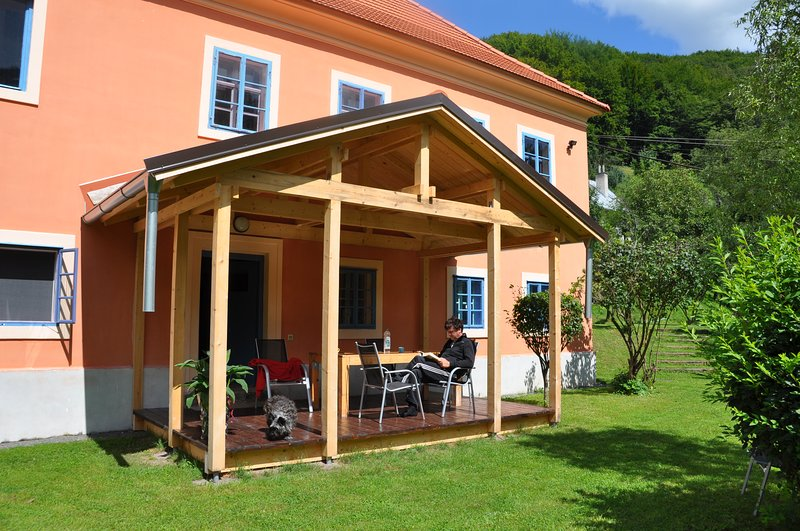 Romantisch,  comfortabel landhuis met grote tuin aan de bosrand in Unesco gebied, vacation rental in Banska Stiavnica