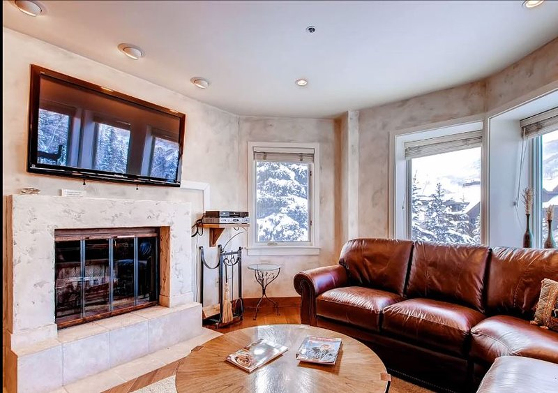Stunning Ski Run Views, Walk to Shops, Restaurants & Galleries (208821), location de vacances à Beaver Creek