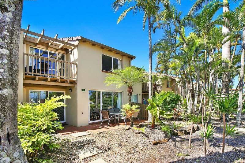 Resort Style - The Oasis Resort Villa 7, 2 Landsborough Pde, location de vacances à Little Mountain