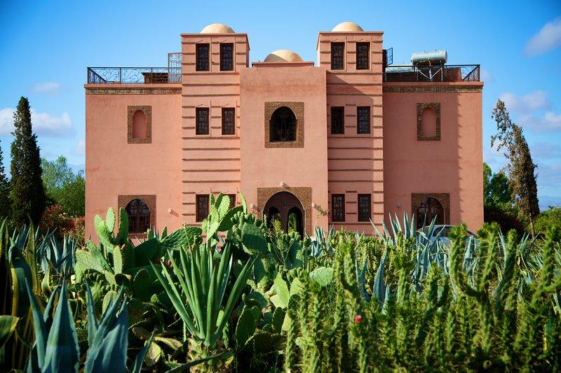 Front facade and garden cacté