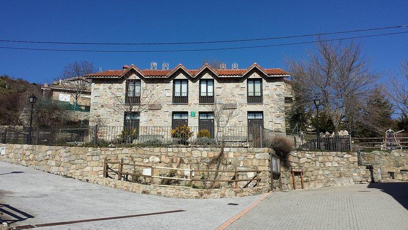 Casa Rural La Escuela 2, casa vacanza a Robledo de Chavela