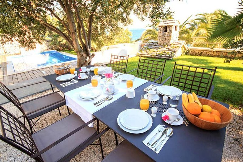 Luxury Villa Sunshine with pool by the sea at the beach close to Trogir - Trogir, holiday rental in Seget Vranjica