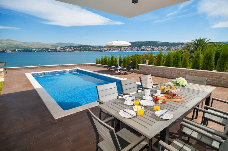 Luxury Villa Trogir I with outdoor pool, indoor pool, jacuzzi and gym by the beach and sea - Trogir