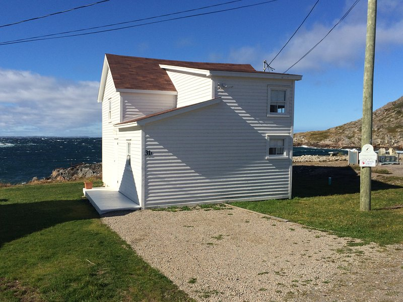 The Old Salt Box Co. Aunt Glady's, holiday rental in Fogo Island