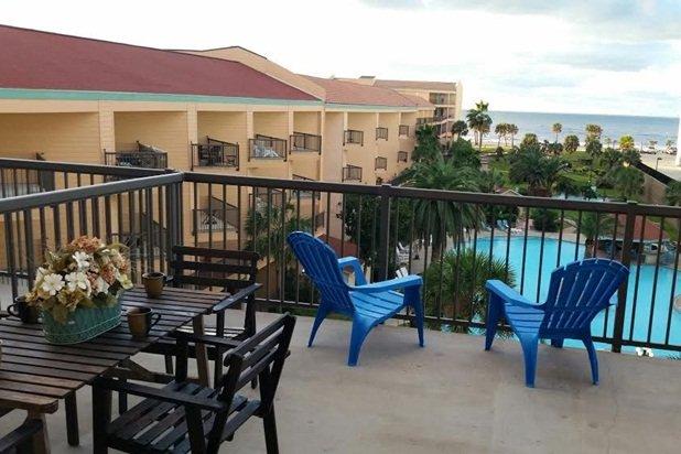 Family-Friendly with 2 Bedrooms & 2.5 Baths – semesterbostad i Galveston