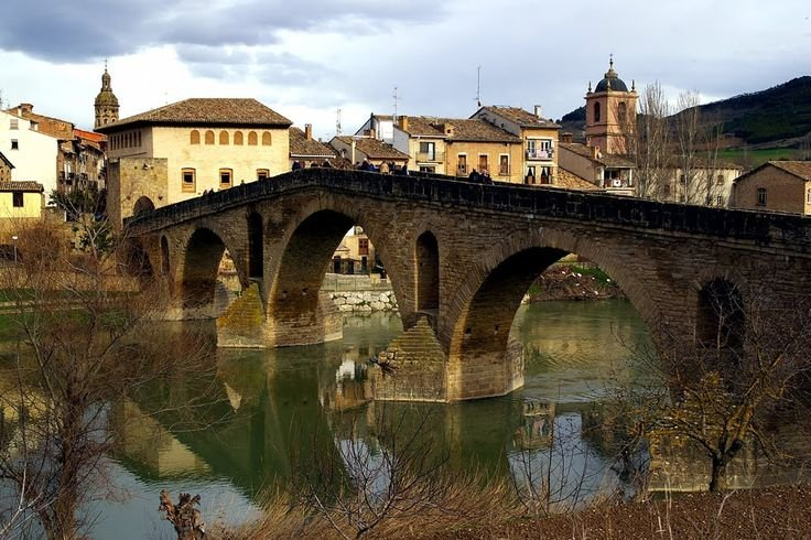 The medieval bridge which gives its name to the people and is the largest in Europe in style