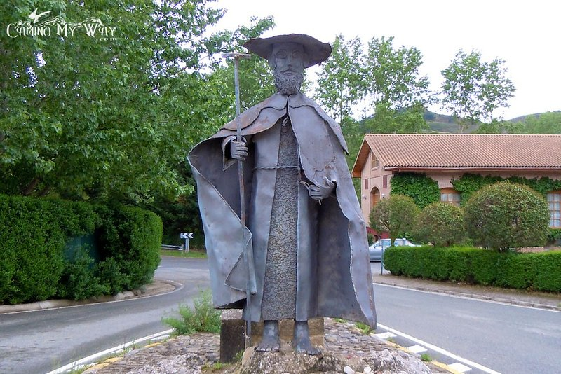 Staty av Santiago på den plats där vägarna blir en