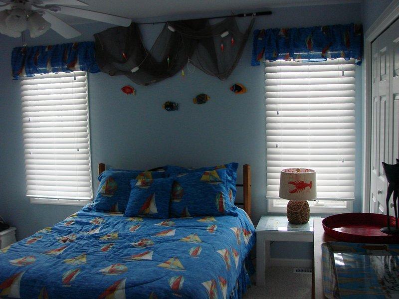 Master Bedroom First Floor - queen bed