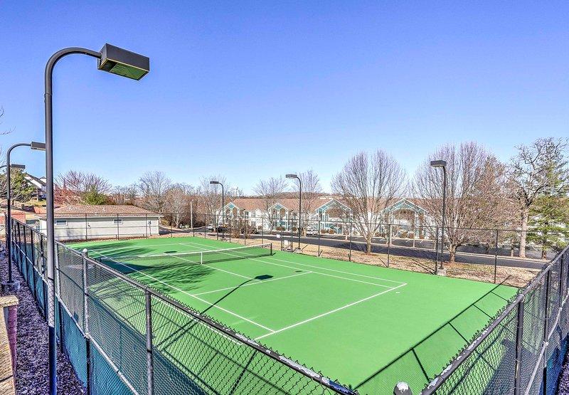 Desafíe a sus compañeros de viaje a un partido de tenis!