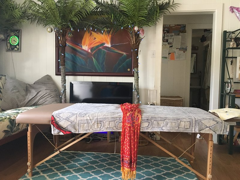 This Lovely 2 Bedroom Apartment Is Only Steps From Waikiki And Alamoana Updated 2019 Honolulu