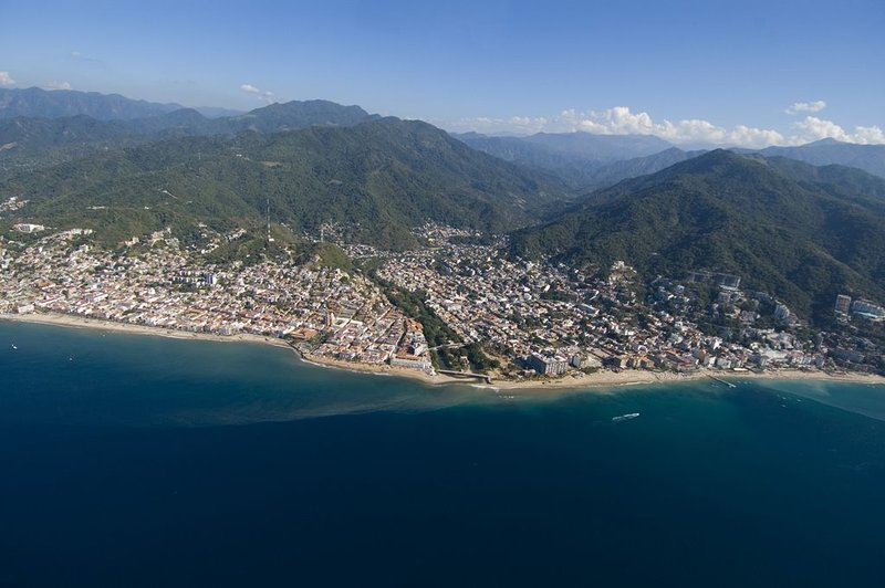 Old Towne Vallarta-River Cuale (center) Los Muertos Pier (right)