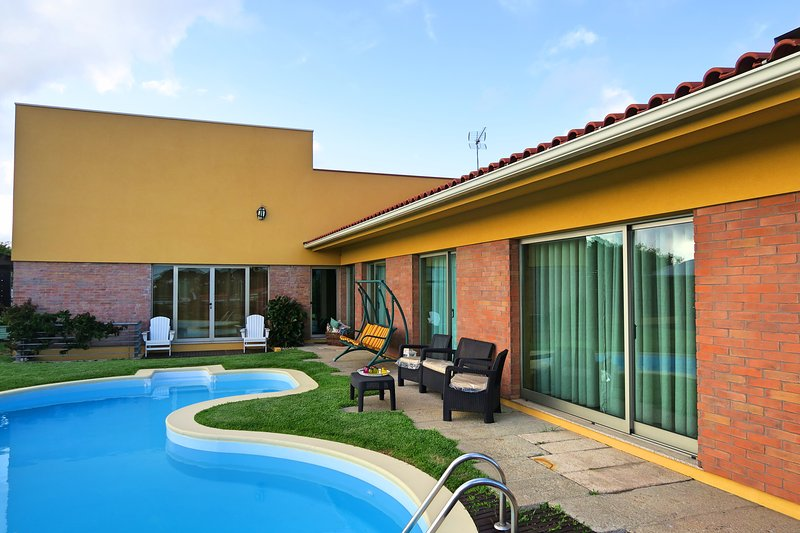 Amazing house with swimming-pool, vacation rental in Povoa de Varzim