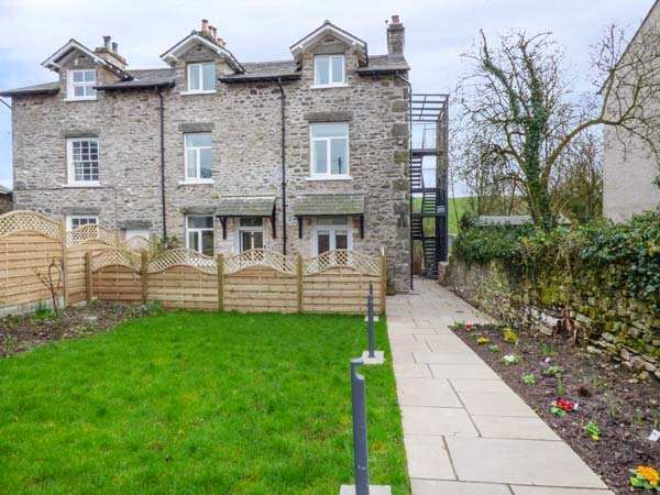 CROOKLANDS HOUSE 1, all second floor, woodburning stove, shared garden, holiday rental in Holme