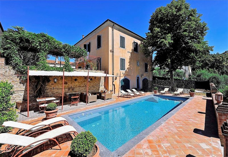 Fabbrica Villa Sleeps 13 with Pool Air Con and WiFi - 5226810, holiday rental in Fabbrica