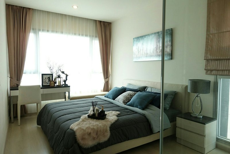 high floor luxuary 2 bedroom, apartment  near MRT station 3-4 months short term, vacation rental in Lat Phrao