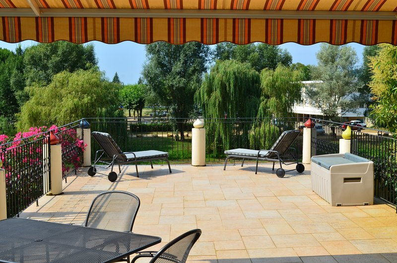 Spacious Dordogne Town House Rental in Le Bugue, holiday rental in Campagne