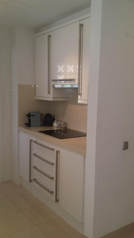 Pequeno renovado cozinha enfrentando lavandaria-Vacation Rent Nueva Andaluzia Marbella Primeira Linha Aloha Golf