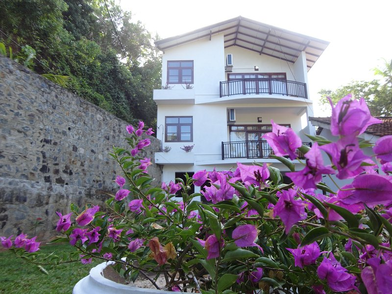 Edelweiss Residence 1, vacation rental in Hikkaduwa