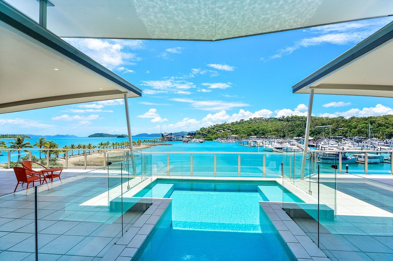 Pavillions Penthouse 25 - 4 Bedroom Luxury Ocean View Hamilton Island, vacation rental in Hamilton Island