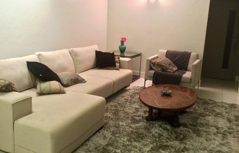 Cozy three bedroom apartment in Belvedere, alquiler de vacaciones en Betim
