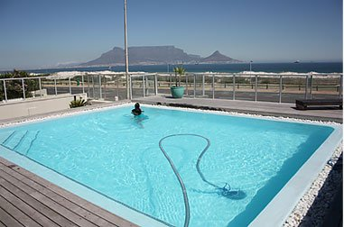 Heated Swimming pool with stunning view on Table Mountain